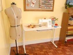 Gidget Sewing Machine Table by Arrow